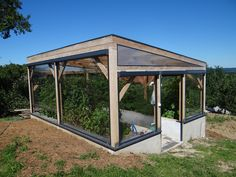 Helio Zip Screen with cristal foil in Greenhouse? Outdoor Landscaping, Landscaping Ideas, Modern Blinds, Roller Blinds, Alternative Energy, Homesteading, Gazebo, Construction, Outdoor Structures