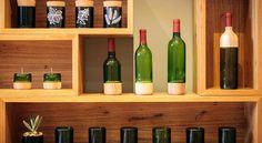 sofisticação, estilo e sustentabilidade.  deixe sua casa mais envolvente com a enodecoração: https://www.bimbon.com.br/inspire-se/vinho-na-decoracao-inspire-se-com-ideias-e-produtos?utm_content=bufferd574d&utm_medium=social&utm_source=pinterest.com&utm_campaign=buffer