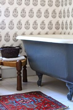 black claw foot tub, wallpaper