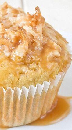 Coconut Caramel Muffins Best Breakfast Recipes, Breakfast Bake, Sweet Breakfast, Yummy Treats, Delicious Desserts, Yummy Food, Muffins, Sweet Cupcakes, Quick Bread Recipes