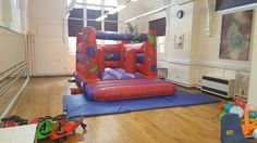 Indoor Biff N Bash bouncy castle avaliable for hire in Northampton. The perfect option for indoor party's when hiring a hall or venue where headroom is restricted as fits in most places due to being only 8ft high. Also has the bonus of Biff n Bash toys for extra fun. Size:11ft x 15ft