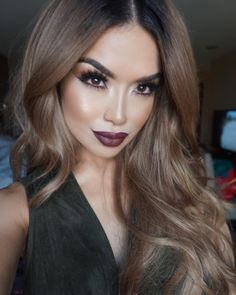 """""""Dark lip glam with some bronzed eyes ❤️ Hair in Dirty blond extensions (custom color over it) from @bellamihair (use code iluvsarahii at checkout) Lips…"""""""