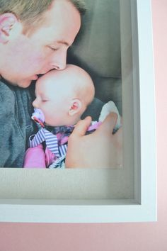 Father's Day Photo Frame Gift Idea: The Daddy Daughter Frame - Making Things is Awesome Fathers Day Poems, Fathers Day Pictures, Fathers Day Photo, Fathers Day Presents, Diy Father's Day Gifts From Baby, Pe Lessons, How Many Kids, Daddy Daughter, Grandpa Gifts