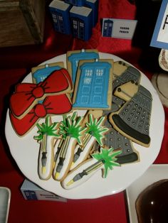 Awesome cookies at a Doctor Who Birthday Party! See more party ideas at… Doctor Who Birthday, Doctor Who Party, 16th Birthday, Birthday Parties, Birthday Ideas, Doctor Who Cakes, Dr Who, Tardis, Cookie Decorating