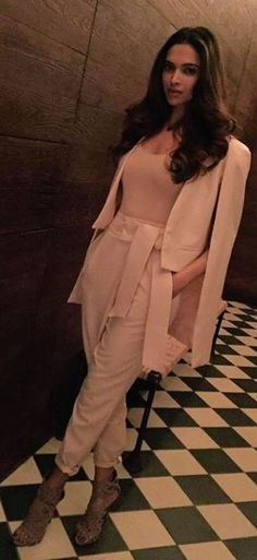 Deepika Padukone's formal chic neutral ASOS outfit clubbed with Giuseppe zanotti sandals. Shop this look on Huew. Dresses For Teens, Trendy Dresses, Elegant Dresses, Nice Dresses, Casual Dresses, Spring Dresses, Winter Dresses, Formal Chic, Maxi Outfits