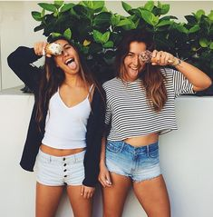 swaging out with your bff with a white crop top,white shorts and a black sweater. Best Friend Pictures, Bff Pictures, Friend Photos, Best Friend Goals, My Best Friend, Leila, Best Friends Forever, Girl Gang, Belle Photo