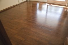 Restauración de una tarima de roble y teñida Hardwood Floors, Flooring, New Homes, Oak Tree, Wood Floor Tiles, New Home Essentials, Hardwood Floor, Paving Stones, Wood Flooring