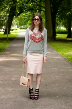 If you'd like take your casual game up a notch, opt for a grey print crew-neck sweater and a pink leather pencil skirt. Go ahead and add a pair of black leather heeled sandals to the mix for an air of refinement. Pink Pencil Skirt, Pencil Skirt Outfits, Pencil Skirts, Black Leather Crossbody Bag, Black Leather Heels, Pink Leather, Crossbody Bags, Looking For Women, Heeled Sandals