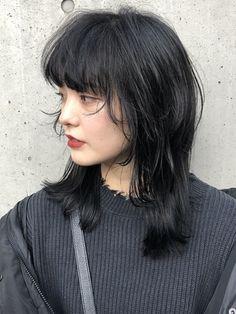 【2020年冬】ミディアム ウルフの髪型・ヘアアレンジ|人気順|7ページ目|ホットペッパービューティー ヘアスタイル・ヘアカタログ Hair Inspo, Hair Inspiration, Hairstyles With Bangs, Cool Hairstyles, Medium Hair Styles, Short Hair Styles, Mullet Hairstyle, Hair Strand, Girl Short Hair