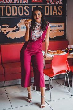Eu sei, quarta-feira é um dos dias mais tensos para gente manter a dieta e o compromisso com a alimentação saudável. Mas ó, posso falar? Esse look do dia Fru Fru Store está tão maravilhoso, as fotos ficaram tão divertidas, que vocês vão me dar licença poética para trazer para vocês um look do dia feat. pizza. Ok? Ok. Seguinte: a @frufrustore está recebendo várias novidades da coleção de inverno 2017, e agora que outono chegou de vez, estamos mais do que autorizadas em nos aventurarmos por…