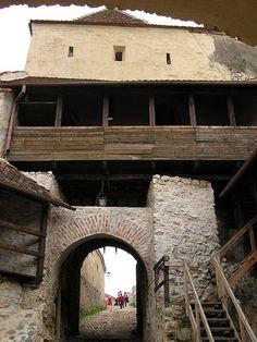 Râșnov Citadel entrance Renaissance, Entrance, Medieval, Places To Visit, To Go, Country, House Styles, City, German
