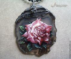 """Купить Кулон-колье """"Роза"""" - розовый, серый, роспись по камню, ручная роспись, миниатюра"""