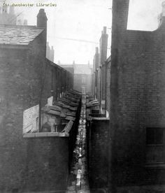 Violet Street, nos 2 - Hulme, 1914 History Manchester, Manchester England, Old Pictures, Old Photos, Old M, Vintage Children Photos, Northern England, Industrial Architecture, Salford