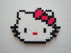 Hello Kitty est une star internationale qui a très bien su s'exporter dans l'univers des perles Hama. Une fois n'est donc pas coutume, nous vous proposons