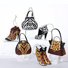 lots of animal prints! Burlap Christmas Tree, Xmas, Types Of Craft, Giraffe, Bucket Bag, Exotic, High Heels, Tote Bag, Animal Prints