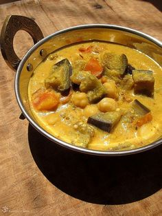 Brinjal and chickpeas curry / Baklazanovo cicerove kari Vegetarian Curry, Chickpea Curry, Coconut Milk, Eggplant, Thai Red Curry, Indie, Chickpeas, Ethnic Recipes, Food