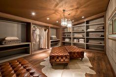 Busca imágenes de diseños de Vestidores y closets estilo moderno de Renata Mueller Arquitetura de Interiores. Encuentra las mejores fotos para inspirarte y crear el hogar de tus sueños.