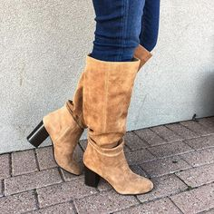 Seriously obsessed with these new @sam_edelman boots that I snatched up for 50% off 😍 They're actually so comfortable and the suede is gorgeous. I linked them on the blog sidebar under shop my Instagram💕👢