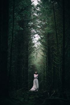 15 Ideas For Photography Portrait Dark Moody 15 Ideas For Photography Portrait Dark Moody The post 15 Ideas For Photography Portrait Dark Moody appeared first on Fotografie. Forest Photography, Fantasy Photography, Creative Photography, Portrait Photography, Fashion Photography, Magical Photography, Halloween Photography, Food Photography Tips, Beauty Photography