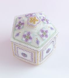 White box with with a lid made knitting beads