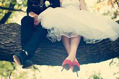 Rockabilly wedding photo, in a tree- beautiful! Wedding Fotos, 50s Wedding, Rockabilly Wedding, Wedding Pics, Dream Wedding, Wedding Day, Wedding Shoes, 50s Rockabilly, Wedding Vintage