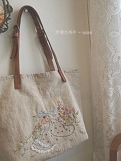 Embroidery Purse, Hand Embroidery Stitches, Homemade Bags, Patchwork Quilt Patterns, Japanese Bag, Crochet Market Bag, Linen Bag, Crochet Handbags, Fabric Bags