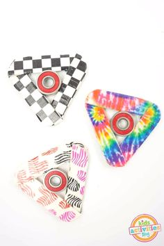 If your kids have been obsessing over fidget spinners, then perhaps its time you learn how to make a fidget spinner yourself. The best thing about this Trendy DIY Fidget Spinner is that you don't have to run out to the store to buy it. Craft Stick Crafts, Diy Craft Projects, Projects For Kids, Fun Crafts, Crafts For Kids, Craft Sticks, Project Ideas, Craft Ideas, Yarn Projects