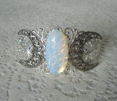 Opalit Triple Moon Goddess Manschette Armband von Sheekydoodle