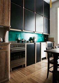 Here's a weird kitchen trend we've been seeing a lot of lately, and that we can't help but love: green and black in the kitchen.