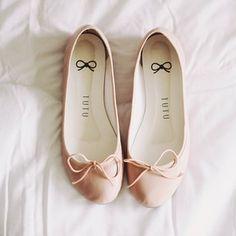 Today's shoes  | Sapatilha do dia  (pra quem gostou é da @Shirley Hamilton sapatilhas ☺️) flat:  Tutu Ateliê de Sapatilhas