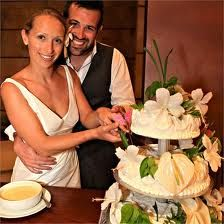 Weddding cake with tropical flowers like Hibiscus and white #Anthurium