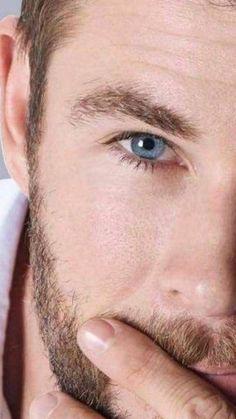The beautiful blue eyes 💙❤️💕🌟 Liam Hemsworth, Hemsworth Brothers, Elsa Pataky, Age Of Ultron, Star Trek 2009, Avengers 2012, Charlize Theron, Dark Kingdom, Die Rächer