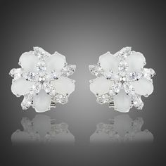cercei eleganti de mireasa http://www.bijuteriifrumoase.ro/cumpara/cercei-cu-cristale-clips-1203