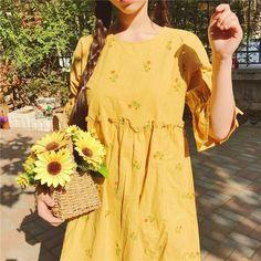 Korean Fashion – How to Dress up Korean Style – Designer Fashion Tips Fashion Moda, Look Fashion, Korean Fashion, Fashion Beauty, Fashion Trends, Womens Fashion, Mellow Yellow, Pink Yellow, Looks Vintage