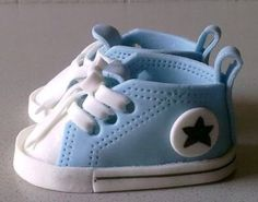 Meine Tortenwelt: Babyschuhe aus Fondant My cake world: Baby shoes made of fondant Baby Boy Cakes, Cakes For Boys, Baby Shower Cakes, Baby Boy Shower, Fondant Cake Tutorial, Fondant Cakes, Fondant Bow, Fondant Flowers, Fondant Baby Shoes