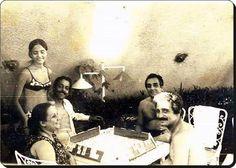 1968 - #Urla, #İzmir #AdileNaşit ,Gazanfer Özcan,Selim Naşit Özcan,Baha Boduroğlu okey oynarken. Ayakta Fulya Özcan