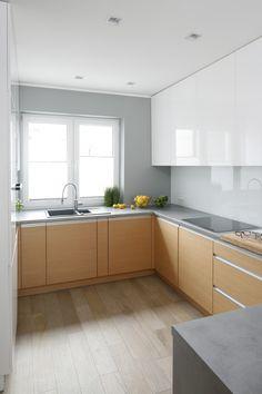 Kuchnia na planie litery G zapewnia łatwy dostęp do wszystkich schowków i sprzętów. Kitchen Room Design, Modern Kitchen Cabinets, Kitchen Cabinet Design, Kitchen Layout, Interior Design Kitchen, Kitchen Decor, Narrow Kitchen, Kitchen Dinning, Luxury Kitchens