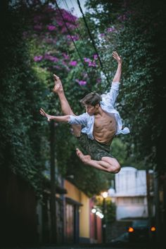 Gratitude—that's what New York-based photographer Omar Robles took away with him after his latest experience photographing ballet dancers in urban backdrops. Following his recent trip to Cuba, the talented photographer took his project to Mexico City with the support of Fujifilm, where he once again connected with gifted local dancers to create a striking series of …