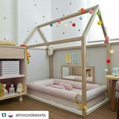 Considering the Montessori approach for your child? Check out our Montessori Baby Room collection and get inspired! Toddler Floor Bed, Toddler Rooms, Baby Bedroom, Girls Bedroom, Master Bedroom, Room Baby, Bedroom Wall, Bedroom Decor, Montessori Bedroom
