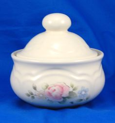 Pfaltzgraff TEA ROSE Sugar Bowl and Lid 2.375 in. Stoneware Pink Blue Flowers