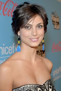 Morena Baccarin At Unicef Playlist With The List At El Rey Theatre Pixie Hairstyles, Pixie Haircut, Morena Baccarin Deadpool, Short Hair Cuts, Short Hair Styles, Belleza Natural, Gal Gadot, Celebs, Belle