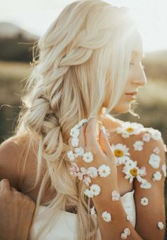 Check out here the stunning looks of wedding braids to create in year 2018. These ponytail braids are really awesome option of hairstyles on your big day. Also, these styles are perfect for wedding day because it is easy to create and carry for all the brides.