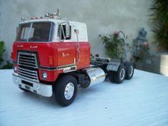 International Harvester 1/25 scale model truck.