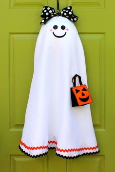 Here's a friendly ghost to greet your Halloween party guests.