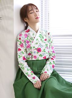 리슬 : LEESLE 한복을 모티브로 한 캐주얼 브랜드 Korean Traditional Dress, Traditional Fashion, Traditional Dresses, Japanese Outfits, Korean Outfits, Japanese Fashion, Modern Hanbok, Lovely Dresses, Amazing Dresses