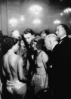 """Brassaï, Au Bal de la Horde au """"Bullier"""", Montparnasse , circa 1931. immobilière Brassaï - RMN-Grand Palais"""