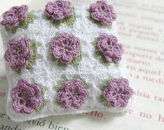 Miniature crochet pillow with flowers - 1:12 Dollhouse miniature cushion