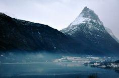 "https://flic.kr/p/635qBv | Straumshornet og tåke | Foto fra Stave ved Ikornnes. Riksheim til høyre. Fjellet heter Straumshornet og finnes på så mange av mine bilder at jeg har laget et eget set for det.  Photo across the inner part of Sykkylvsfjorden, a small arm of Storfjorden (which is known by those visiting Geiranger by boat).The mountain Straumshornet is found on several of my photos and has got a set by itself (see to the right).  By the way, ""Tåke"" (pronounced ""talk-eh&..."