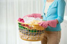Pravidla praní oblečení, která je třeba dodržovat během koronavirové pandemie Laundry Delivery Service, Laundry Service, London Snow, Dry Cleaning Services, Laundry Detergent, Plastic Laundry Basket, Helpful Hints, Cleaners London, Snow White