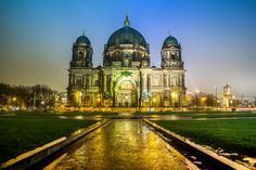 Uma viagem extraordinária e perfeita para quem quer explorar o melhor da Alemanha e seus contrastes. Prepare-se para visitar as modernas metrópoles de Hamburgo, Berlim e Munique, além de perder o fôlego com as belezas incomparáveis às margens do rio Reno e suas paisagens mágicas.  CT Operadora Todos os destinos, seu ponto de partida #ctoperadora #queroconhecer #seumelhordestino #berlim #munique #hamburgo #alemanha